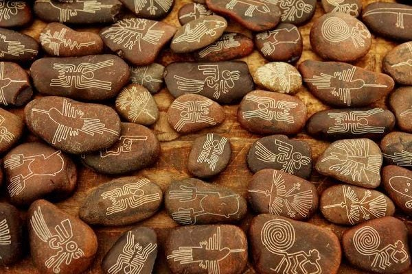 Nazca Lines, Painted Stones