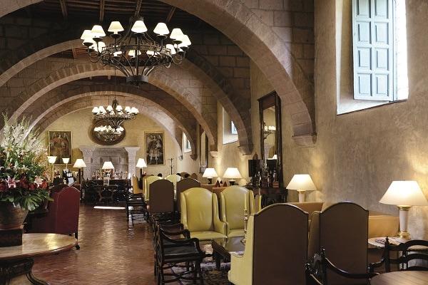 Lobby Bar - Belmond Monasterio Hotel