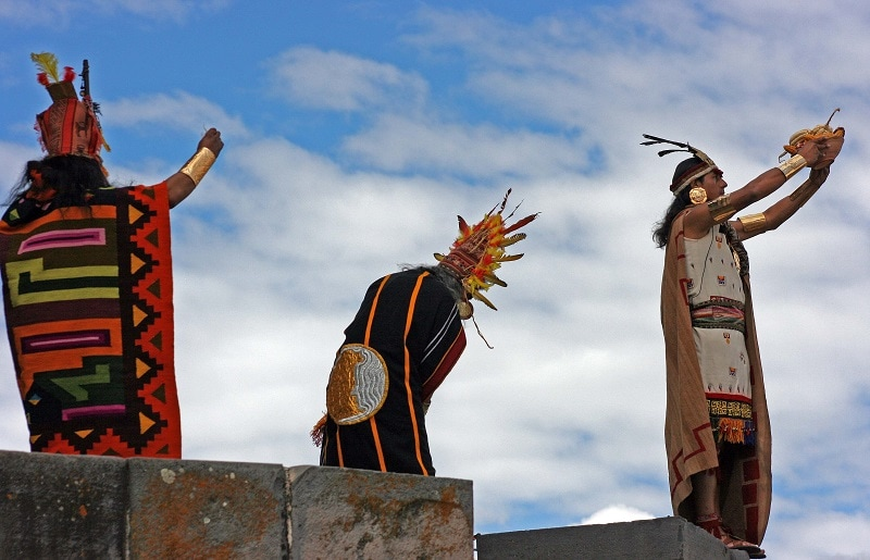 3 Inca characters making offers to the gods.